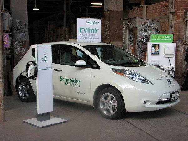 Schneider Electric EVLink Parking - зарядные станции для корпоративного автопарка