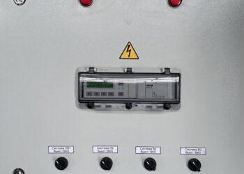Шкаф управления приточно-вытяжной системой вентиляции на базе программируемого реле ОВЕН ПР200